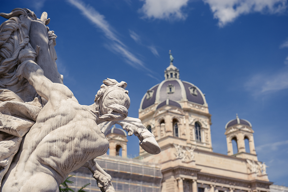 kunsthistorisches museum, maria theresia platz, vienna, austria, skulptur, kaiserwetter, blue sky, photos and the city, summer