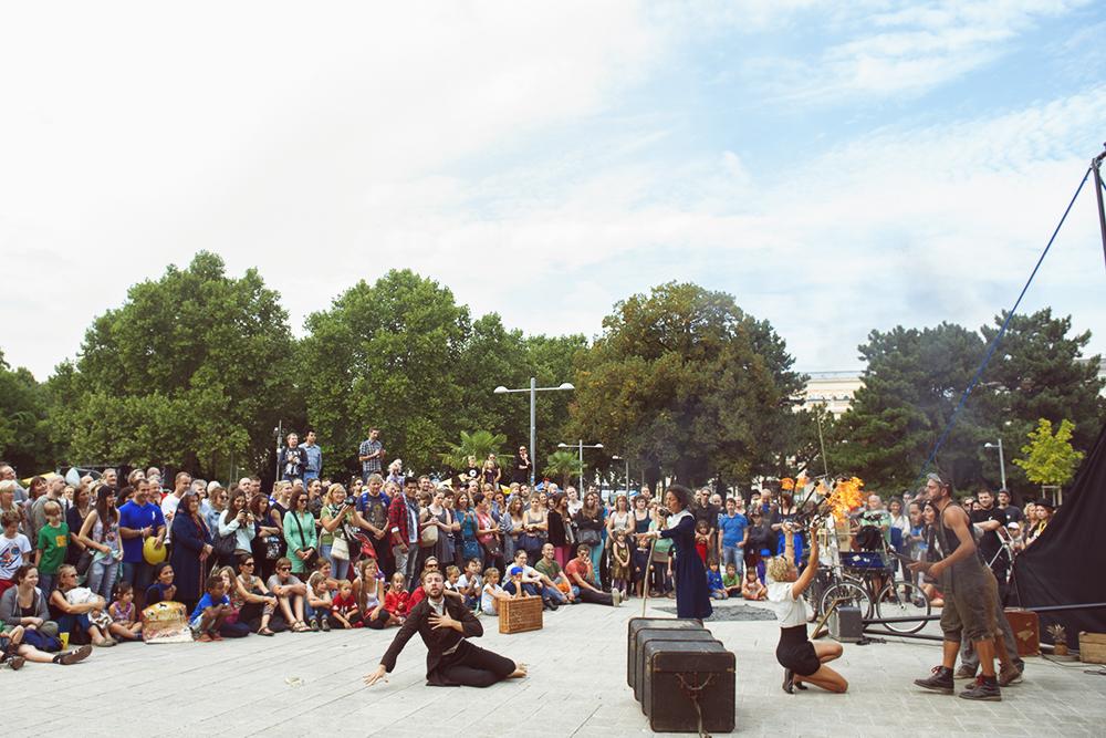 buskers, street artist, vienna, festival, karlsplatz, summer