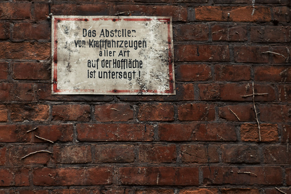 berlin, sign, hinterhof
