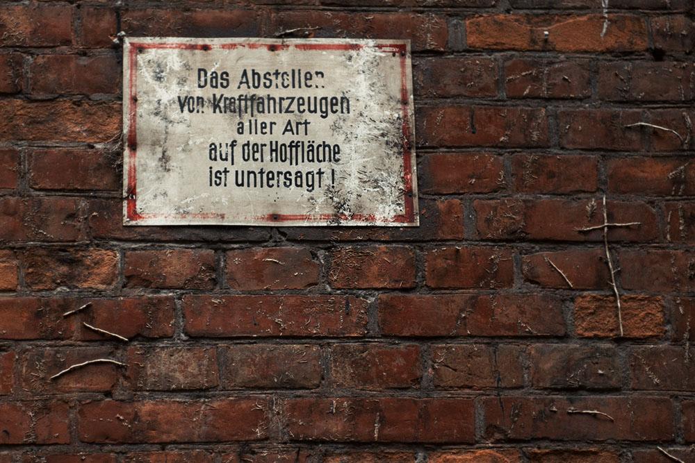 berlin, sign, hinterhof