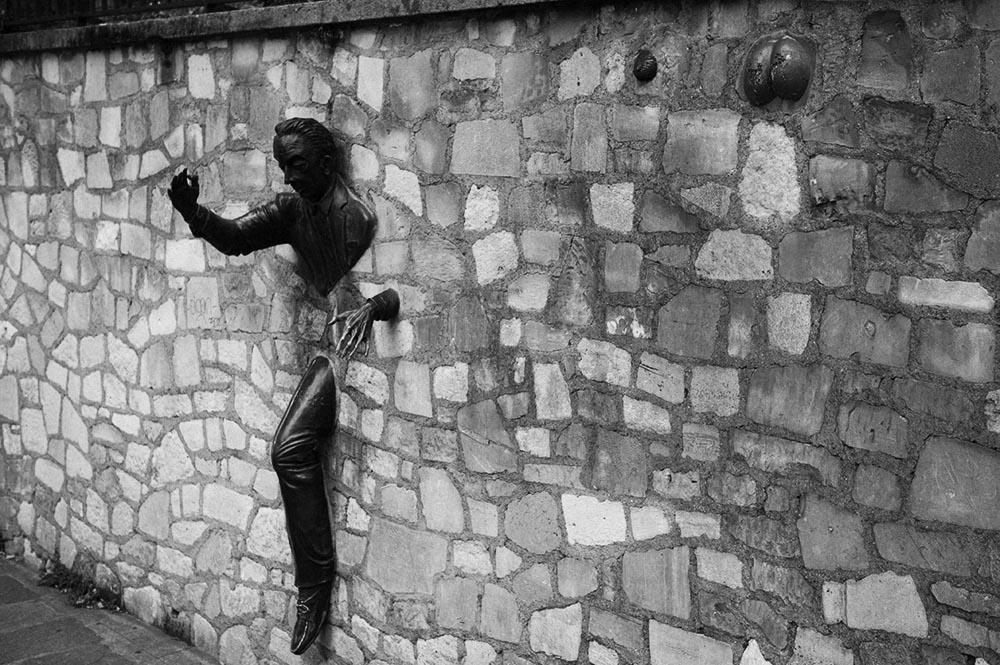 paris, montmatre, Place Marcel Aymé, Skulptur