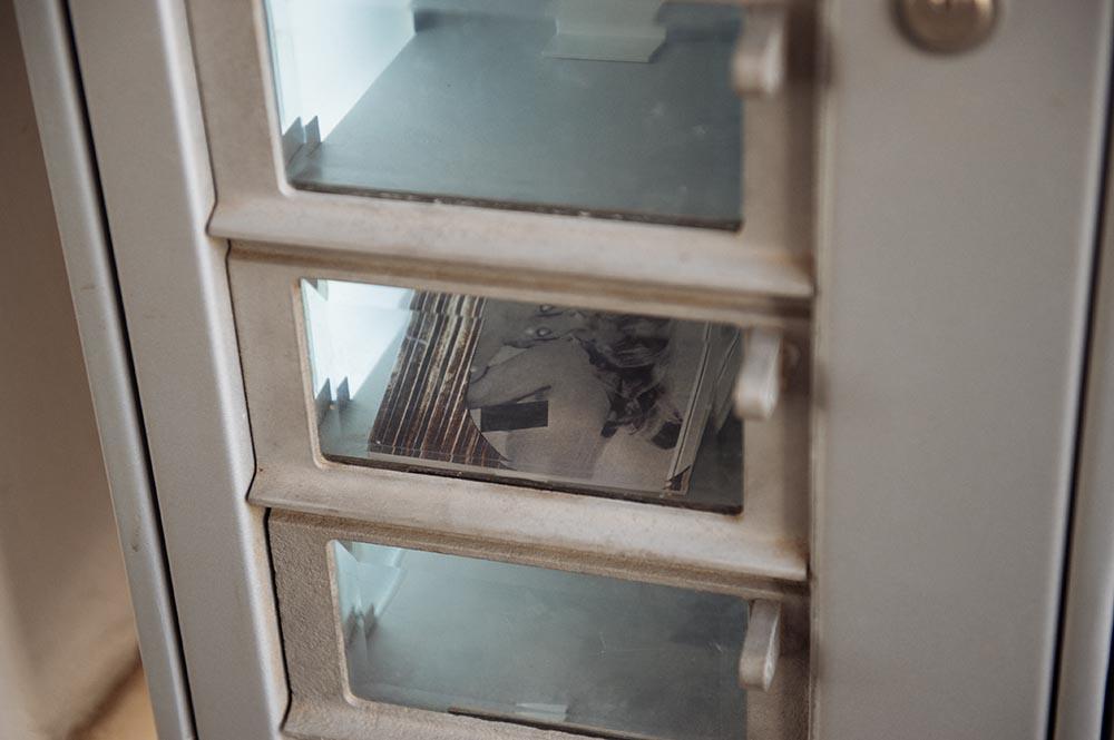 mq, museumsquartier, literaturepassage, automat, to go, detail, vienna