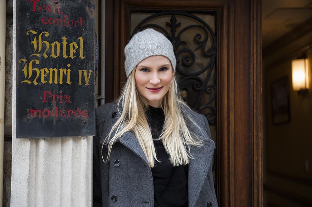 kyra, portrait, paris, winter, grey, cold, pont neuf