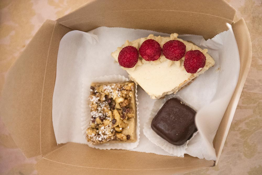 simply raw bakery, vienna, superfood, raw, delicious, foodie, clean eating, nuts