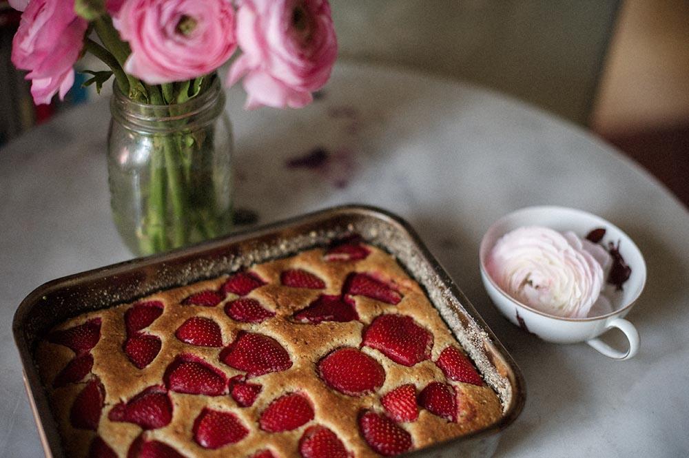 spring, cake, almond, strawberry, ranunkeln, glutenfree