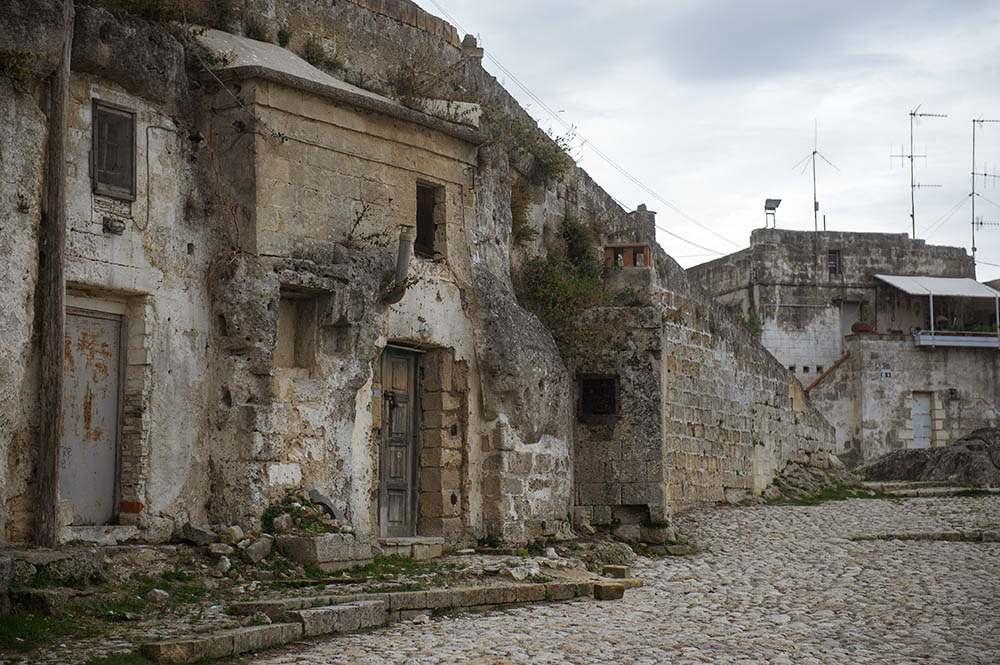 matera, basilicata, sasso caveoso, caves, italy, edge of town, empty, lost places