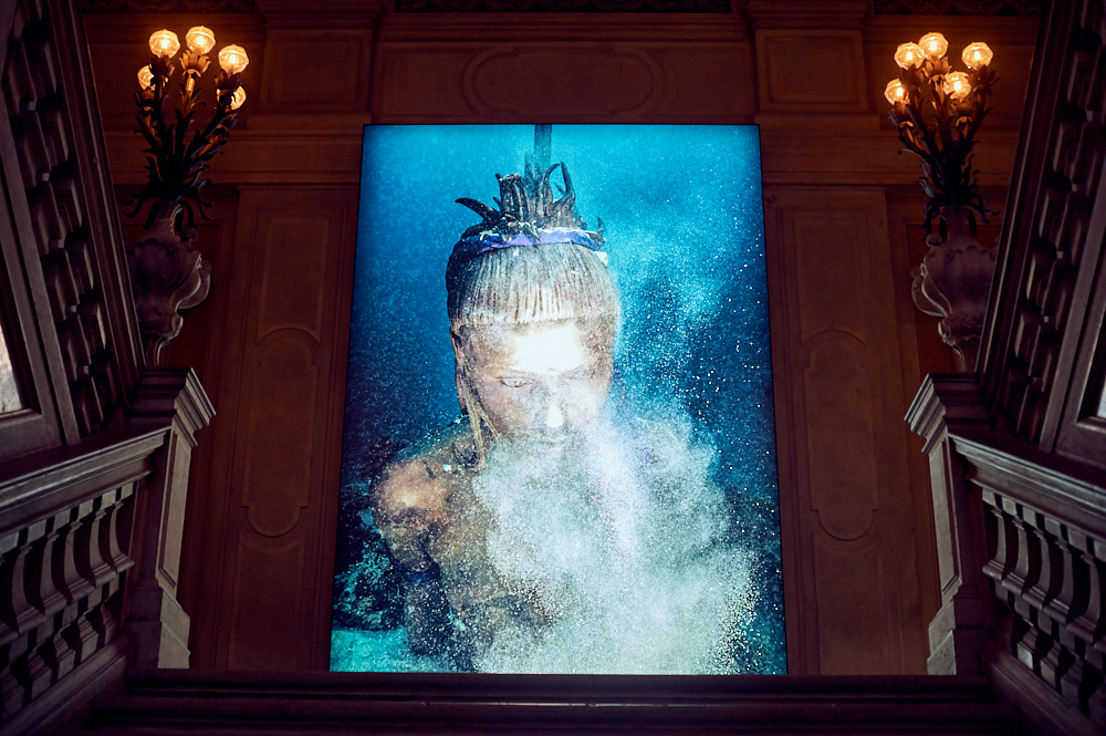 palazzo grassi, damien hirst, venice, italy, photos and the city