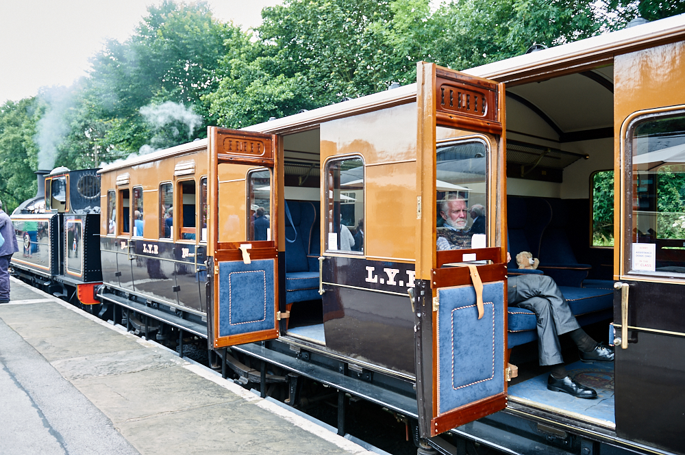 worth valley railway, stem train, vintage trains, sunday, haworth, oxenhope, keightly, bronte country, yorkshire, england, travel