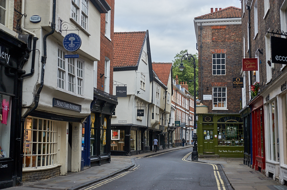 york, the shambles, harry potter, empty, street, no people, sunday, summer, photos and the city, yorkshire, england, visit england,, medieval, city,